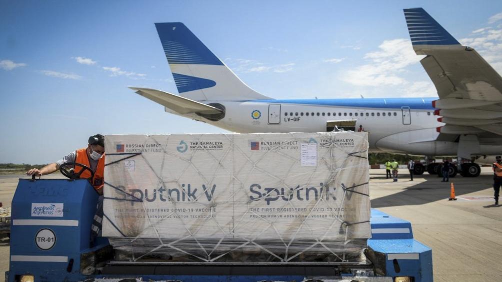 El vuelo arribará al país con 1.141.000 dosis del componente 1 de la vacuna Sputnik V.