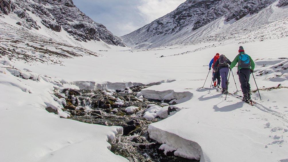 La capital de Tierra del Fuego pasará a tener entre tres y cuatro frecuencias diarias desde Buenos Aires.