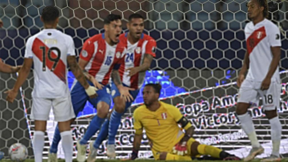 """Gustavo Gómez abrió la cuenta para la """"alborroja"""" ante Perú (@CopaAmerica)"""