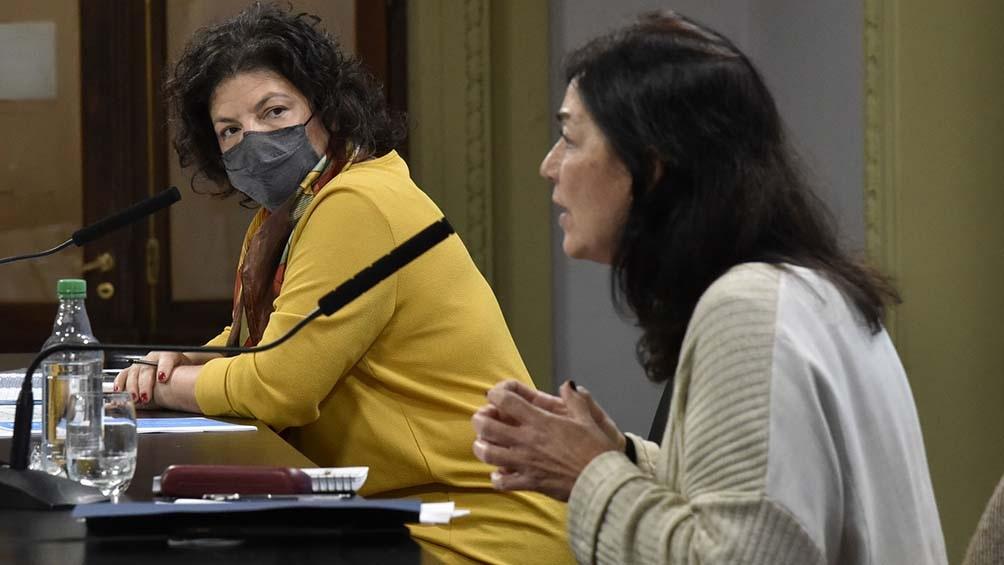 La ministra de Salud, Carla Vizzotti, y la secretaria Legal y Técnica, Vilma Ibarra, brindaron una conferencia de prensa.