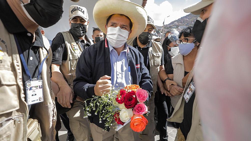 Castillo ratificó que una de sus primeras iniciativas será impulsar una asamblea para reformar la Carta Magna. Foto: AFP.