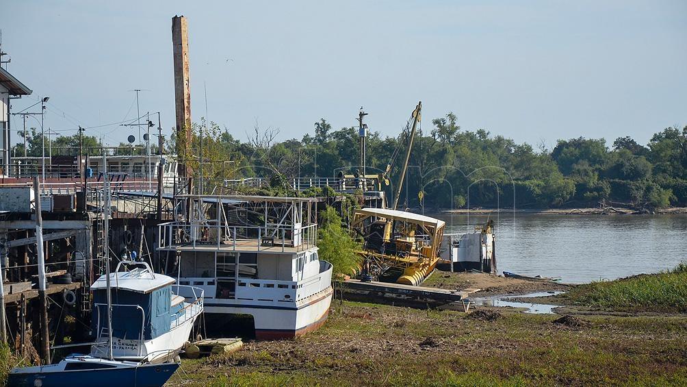 """La bajante """"impactó fuertemente en acopiadores, fileteadores, transportistas y más de 3.000 familias de pescadores""""."""