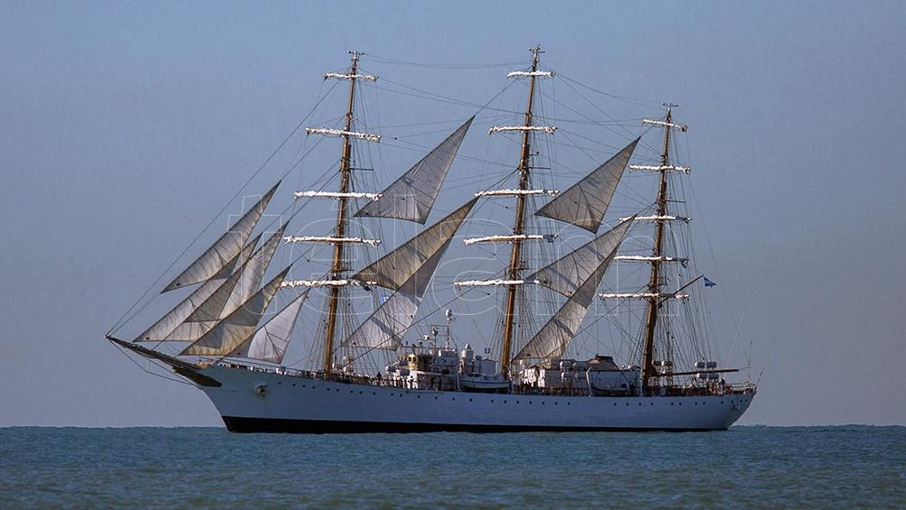 """La intención es """"desplegar todo el velamen del buque, navegando próximo a las costas"""". Foto: Diego Izquierdo."""