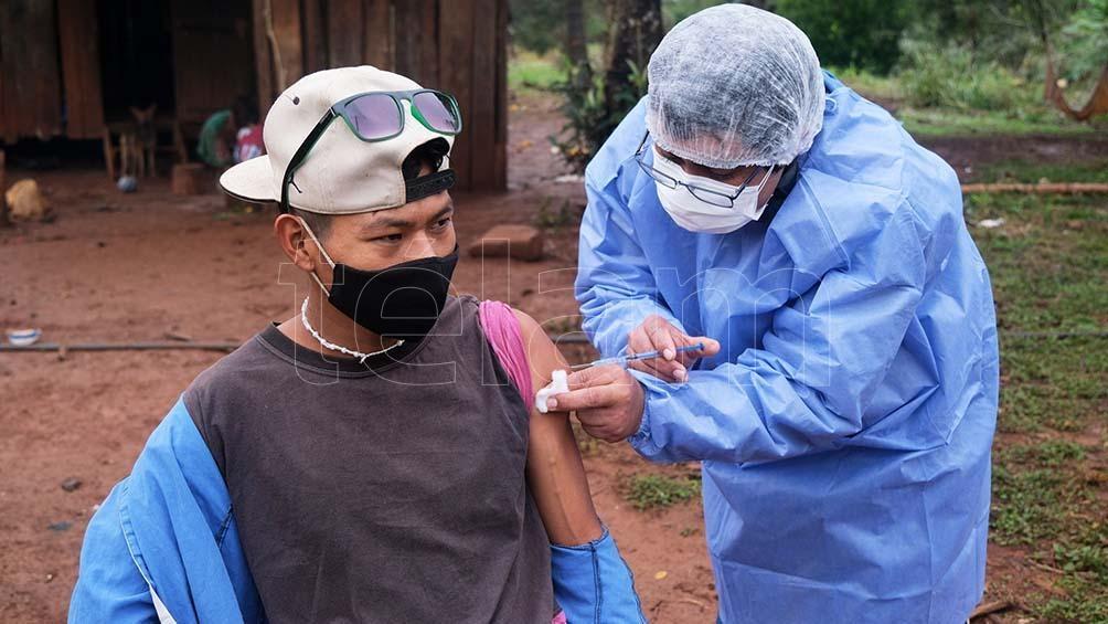 Campaña de vacunación en Pozo Azul. Foto: Germán Pomar