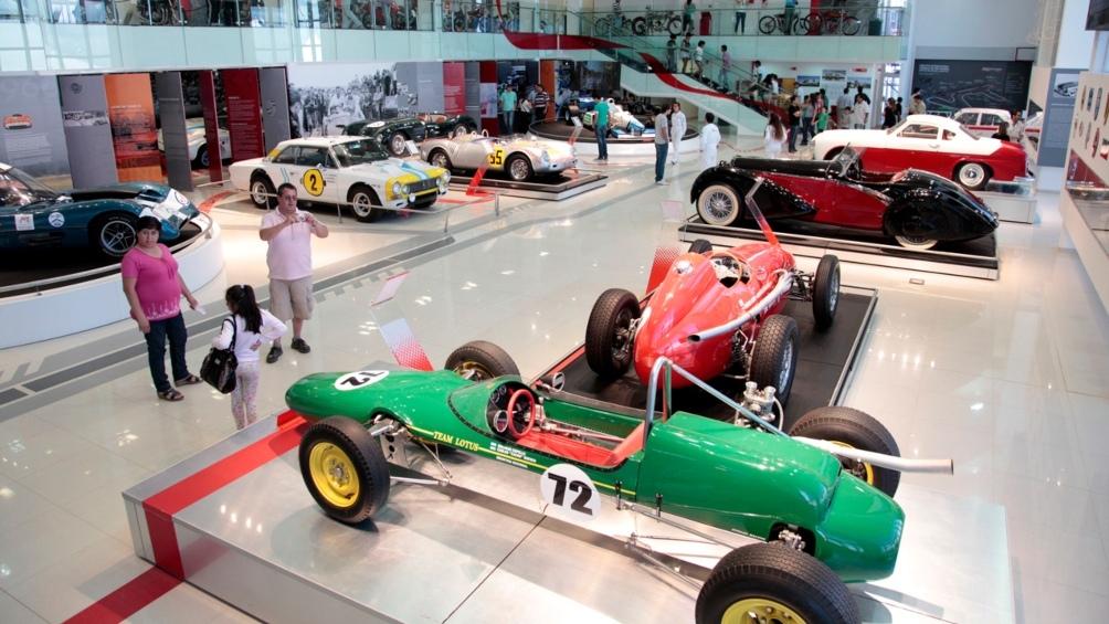 El Museo del Automóvil posee una importante colección de vehículos y motos antiguos y de competición.