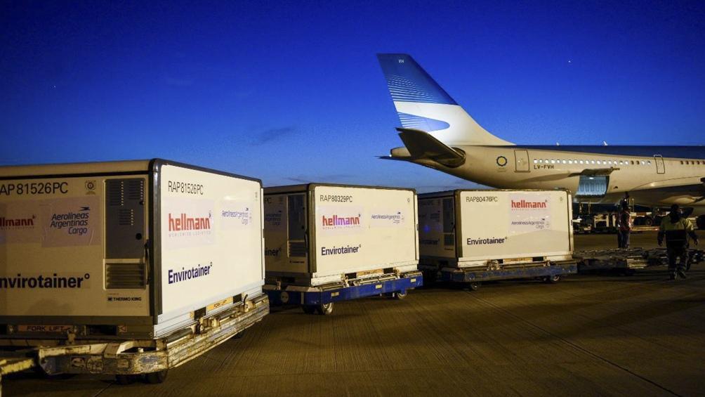 Llegó al aeropuerto de Ezeiza un nuevo cargamento de 804.800 dosis de Sinopharm