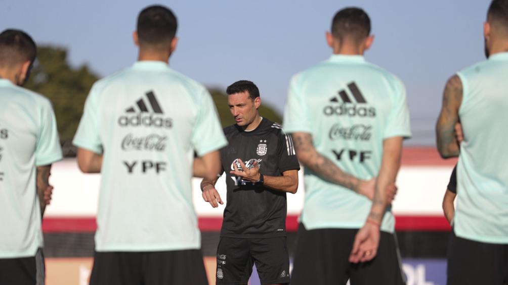 Scaloni llegó a Venezuela con dos jugadores