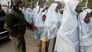 Hombres armados secuestraron a 140 estudiantes en una escuela