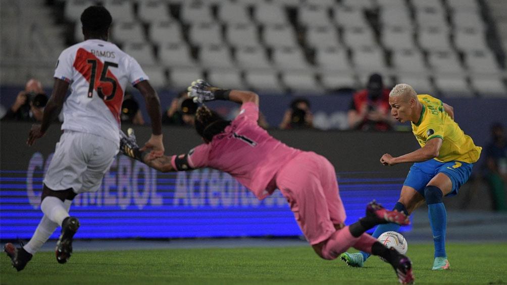 Gallese atajó en dos ocasiones seguidas un remate a Neymar y Richarlison (Foto: @CopaAmerica)