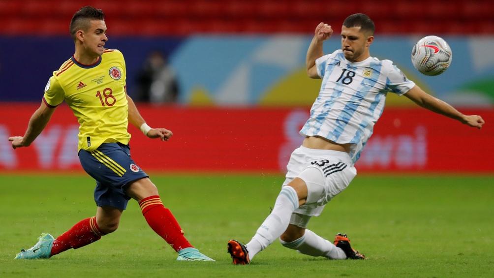 """Argentina y Colombia animan un duelo friccionado, tras el tanto """"albiceleste"""" (Foto: @Argentina)"""
