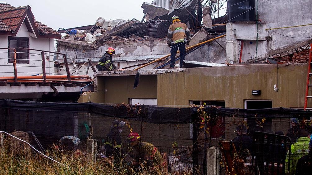 Llas dos hijas de Codoni, que estaban en otra habitación de la vivienda, fueron rescatadas por los bomberos sin lesiones. Foto: Diego Izquierdo