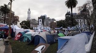 Continúa en la Plaza de Mayo el acampe en reclamo de la libertad de Milagro Sala