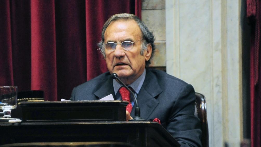 Sus compañeros en el senado interrumpieron un plenario de comisiones para realizar un minuto de silencio en homenaje.