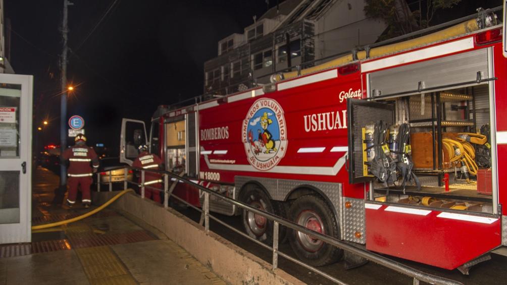 El hospital sufrió daños que todavía no terminan de evaluarse y que motivaron su cierre completo. Foto: Cristian Urrutia