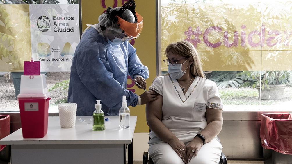 Las vacunas de AstraZeneca, Sputnik y Moderna aumentan por tres los anticuerpos
