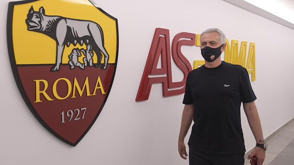 José Mourinho fue presentado oficialmente como nuevo entrenador de la Roma