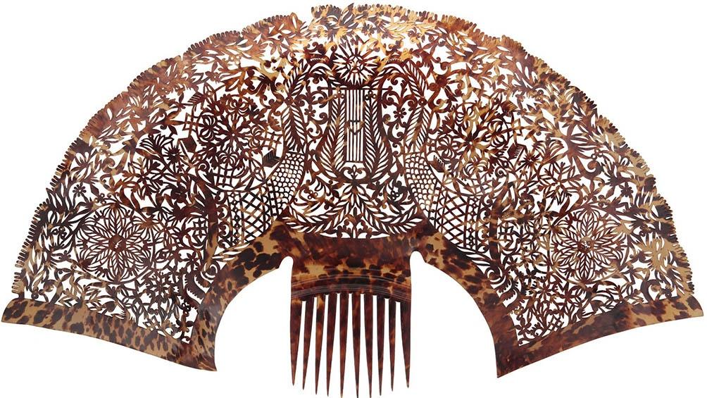 Los peinetones amplios surgieron después de 1823 cuando llegó al Río de la Plata su creador, Manuel Masculino.