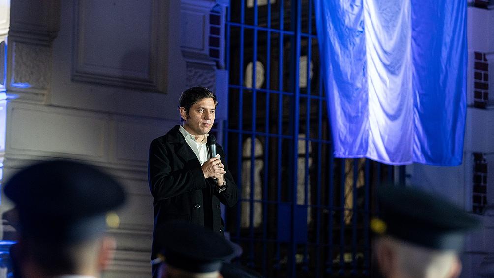El gobernador de Buenos Aires, Axel Kicillof,participó junto a su gabinete del acto en la explanada de la sede de la gobernación en la ciudad de La Plata,