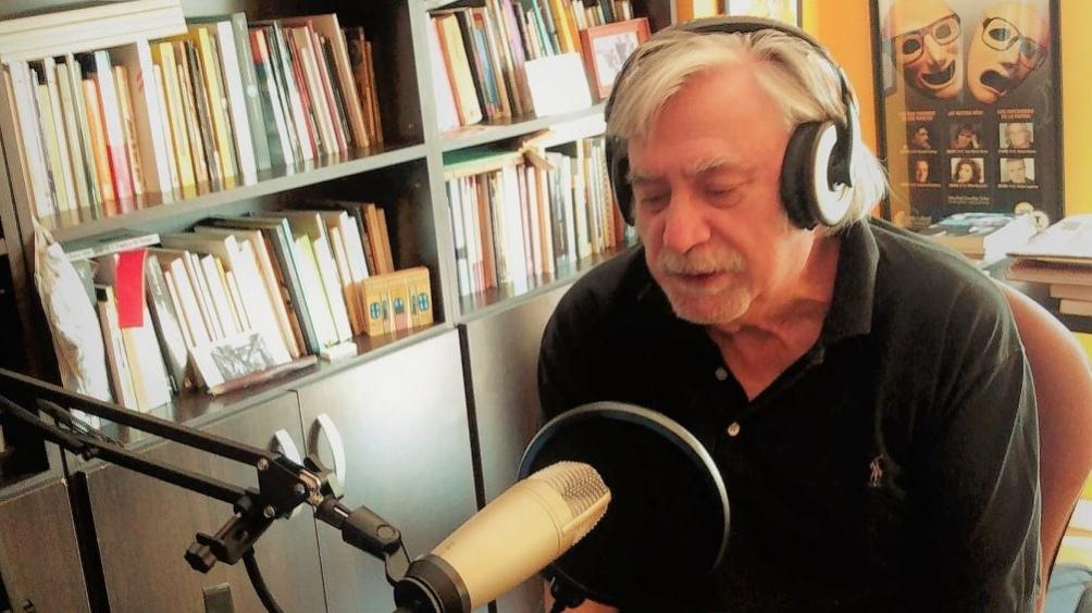 El autor es novelista, escritor de literatura infantil, poeta y periodista.