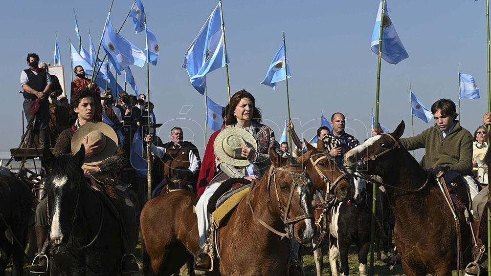 Ruralistas a caballo en una protesta multifacética donde  también se embanderó Patricia Bullrich (Foto: Sebastián Granata)