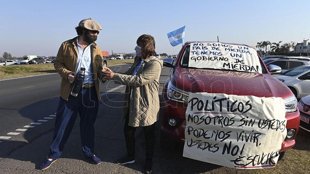 """""""Políticos: nosotros, sin ustedes, podemos vivir""""(Foto: Sebastián Granata)."""