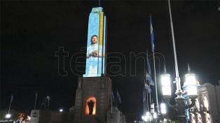 """El Monumento a la Bandera de Rosario """"se puso la camiseta"""" para alentar a la Selección"""