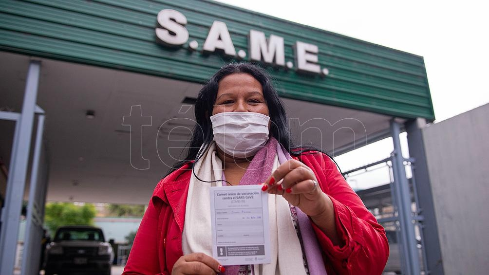 Rosana recibió la primera dosis de la vacuna Sinopharm contra la Covid-19.