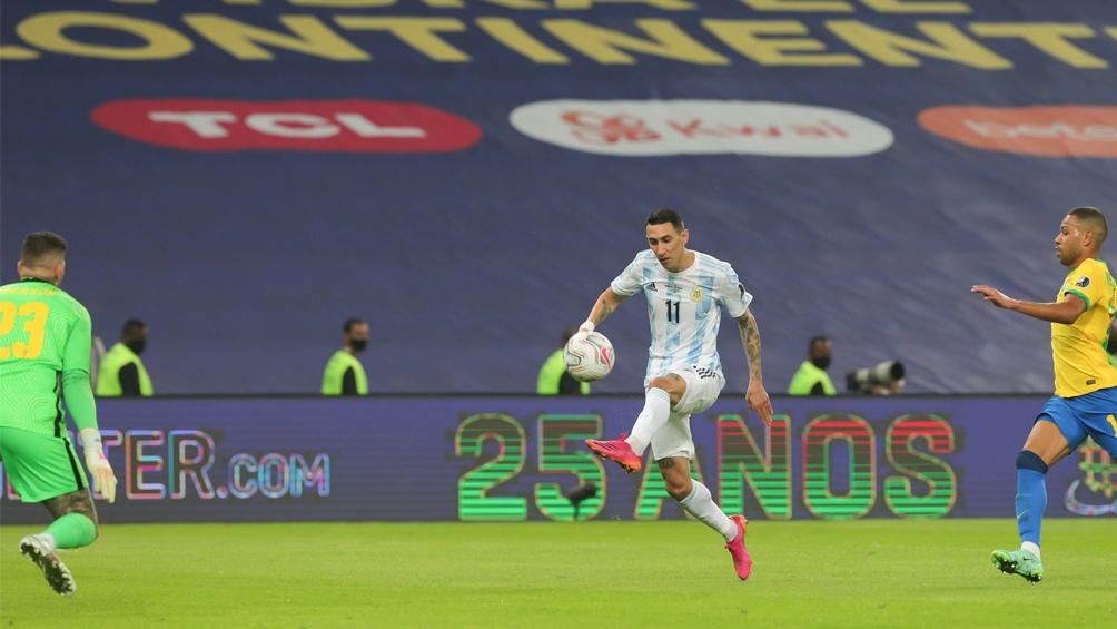 El golazo de Fideo Di María, el último de un duelo Brasil-Argentina, en la final de Copa América.