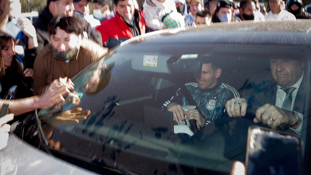 El momento en que Messi y los campeones de América se iban del predio de AFA