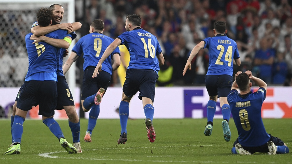 Italia festeja en Wembley.