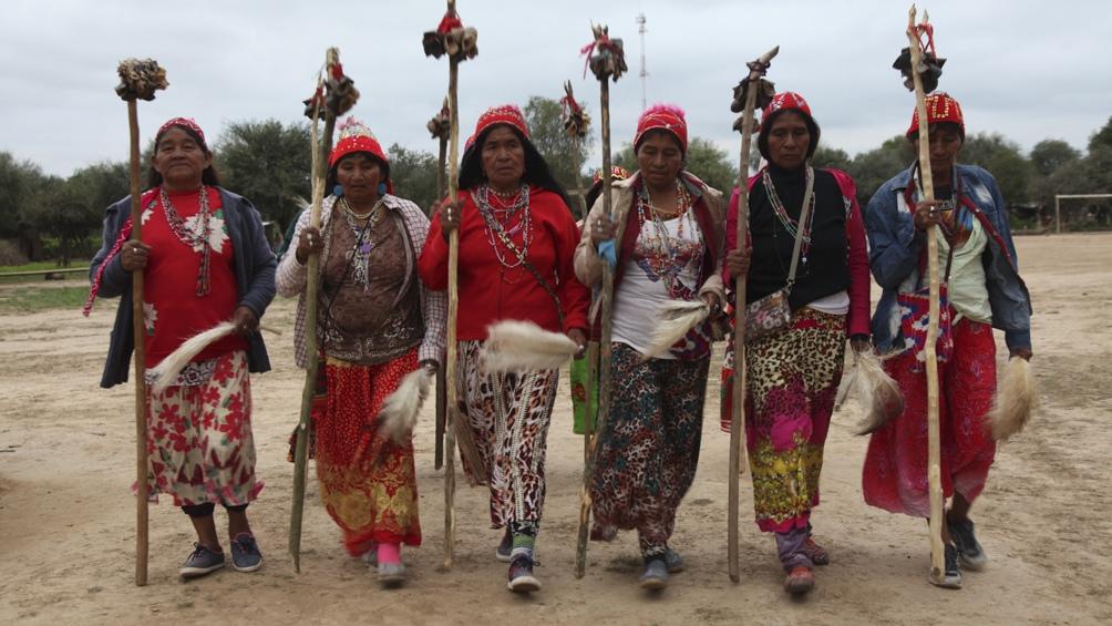 Día Internacional de la Mujer Indígena fue instituido en 1983 en homenaje a Bartolina Sisa, una mujer aymara asesinada en 1782 tras liderar una sublevación indígena contra la Corona española.