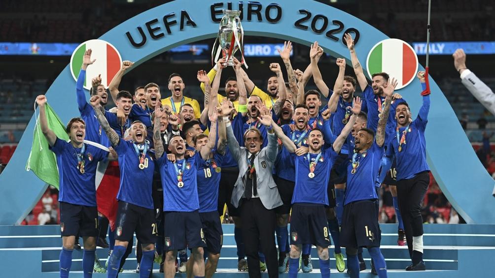 Italia alzó la Eurocopa en el templo del fútbol y de visitante.