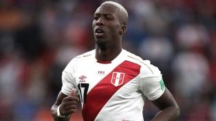 El peruano Luis Advíncula llegó al país para incorporarse a Boca