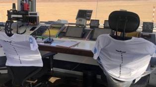Reprograman vuelos por medida de fuerza de controladores y técnicos