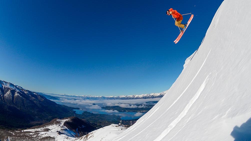 """El centro de esquí de Villa La Angostura en la provincia de Neuquén, Cerro Bayo, tiene """"todo listo para que los esquiadores de todo el país vuelvan a sentir la libertad que da la montaña."""