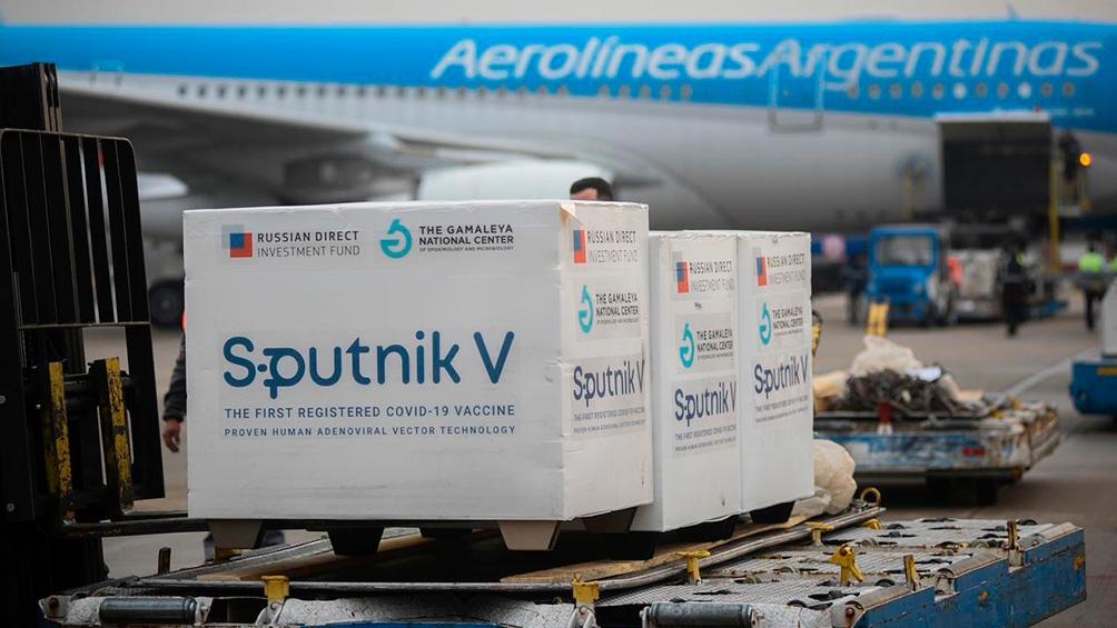 La Argentina recibirá en los próximos días 1.000 litros del componente activo de la vacuna Sputnik V.