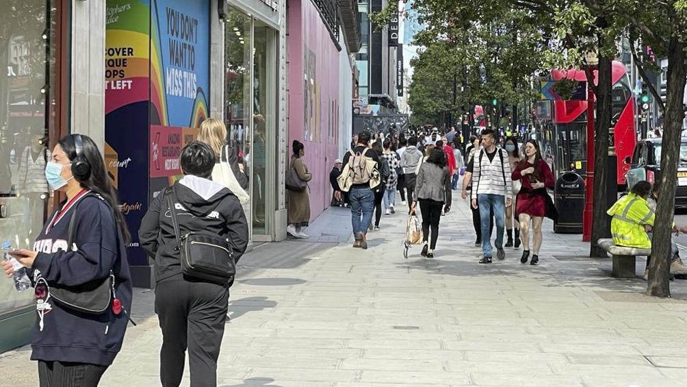 En promedio hay actualmente 51.961 nuevos casos diarios en Reino Unido.