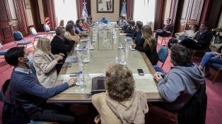 Estatales bonaerenses aceptaron suba salarial del 45% hasta noviembre