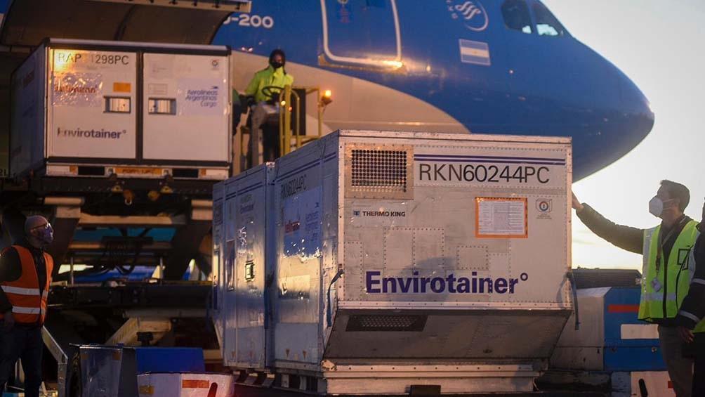"""Ceriani: """"Más del 65% de las dosis aplicadas llegaron en un avión de Aerolíneas Argentinas. Es una cifra impresionante y que se traduce en millones de personas protegidas""""."""
