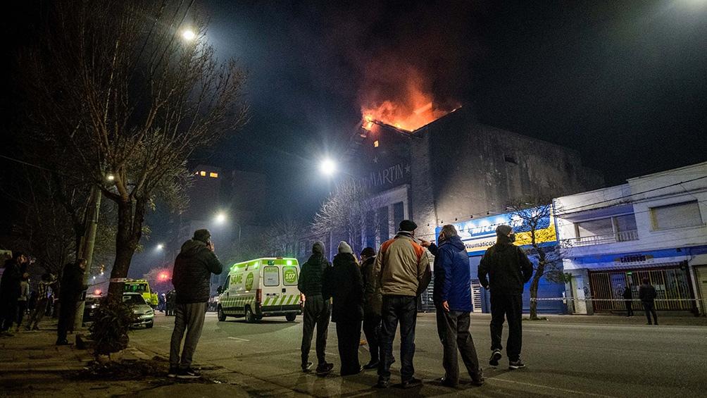 Fueron evacuados los inmuebles lindantes pero las personas ya pudieron regresar a sus casas.