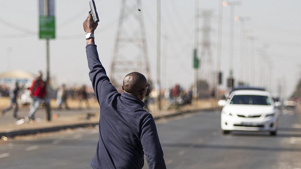 El balance total de la ola de violencia es de al menos 121 muertos en todo el país. Foto: AFP