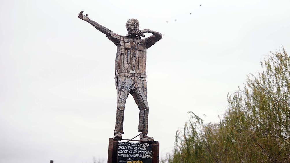 La escultura pesa más de 100 kilos. Foto: Lara Sartor.