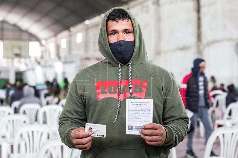 """En Santiago del Estero """"en los últimos seis días hubo un récord de vacunación con 65.769 dosis aplicadas a jóvenes, adultos, entre primeras y segunda dosis"""". Foto: Rapetti"""