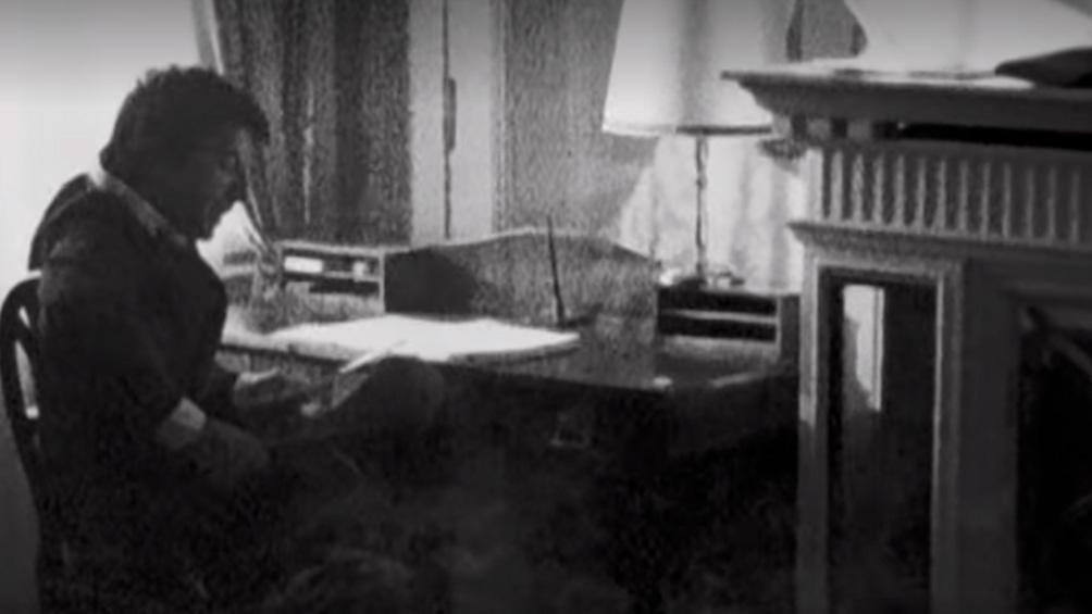 En Hydra, Cohen se dedicaba a escribir. Contaba con la asistencia permanente de Marianne.