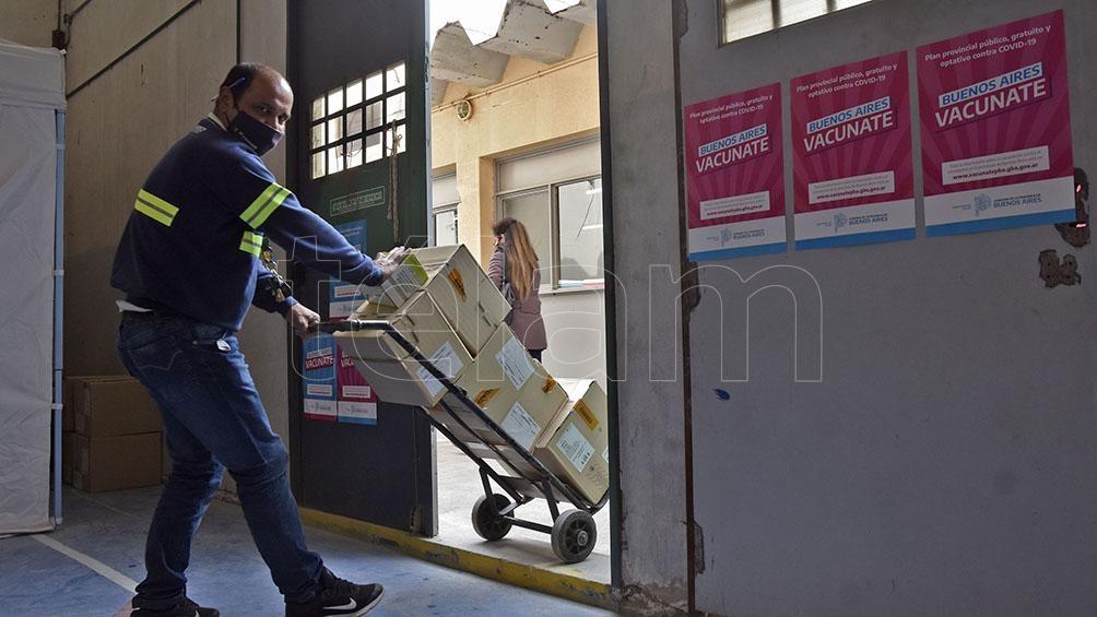El gobierno bonaerense también anunció que el viernes y sábado volverá a implementar una inoculación comunitaria.Foto: Horacio Culaciatti.