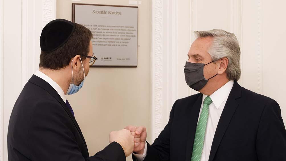 Fernández recibió en el despacho presidencial a la conducción de la AMIA.