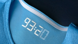 El City puso a la venta la camiseta homenaje al gol del título de Agüero en 2012