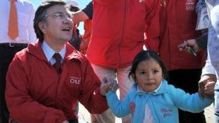 La derecha chilena llega a las primarias presidenciales golpeada pero unida