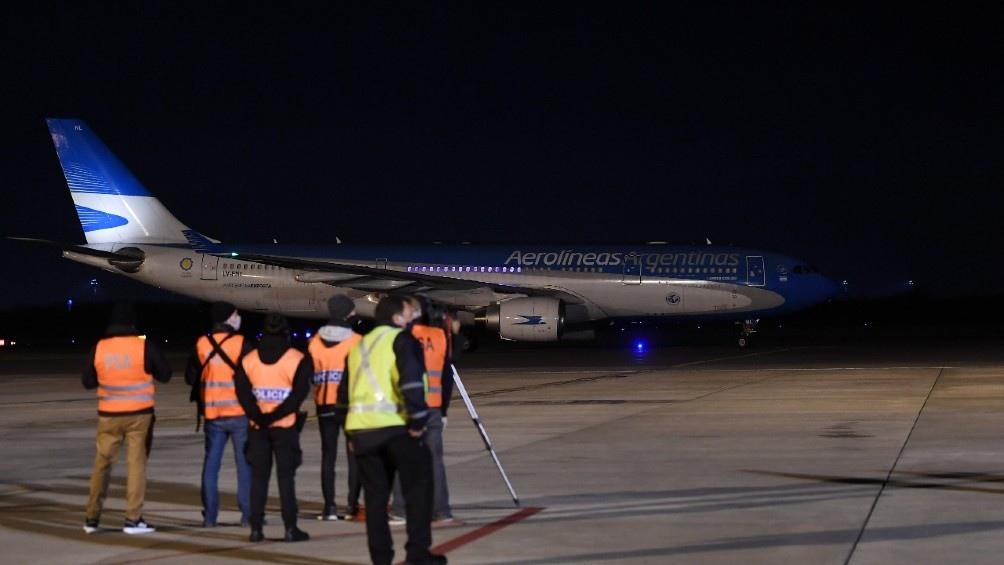 Las vacunas Moderna llegaron en dos aviones de Aerolíneas Argentinas procedentes de Memphis.
