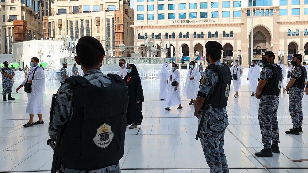 Unas 60.000 residentes pudieron asistir a la Gran Mezquita que fueron favorecidos en un sorteo. Foto: AFP.